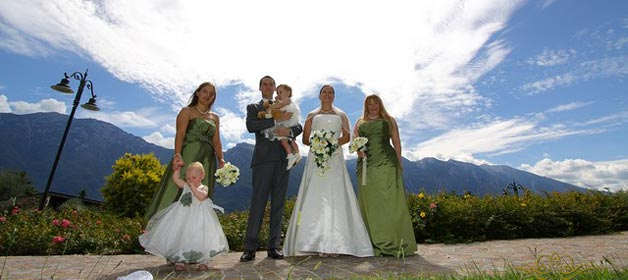 Flower girls and ring bearers: a touch of joy for your wedding on the lake!