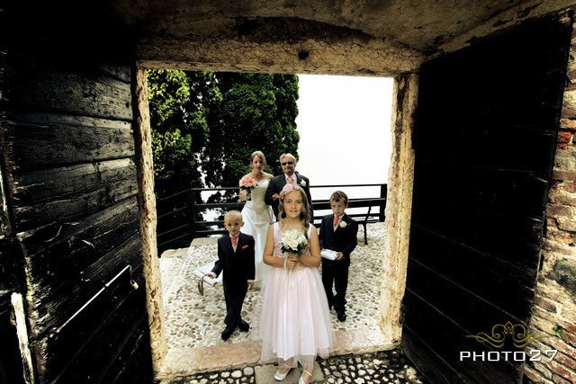 flower girls wedding in Malcesine Lake Garda