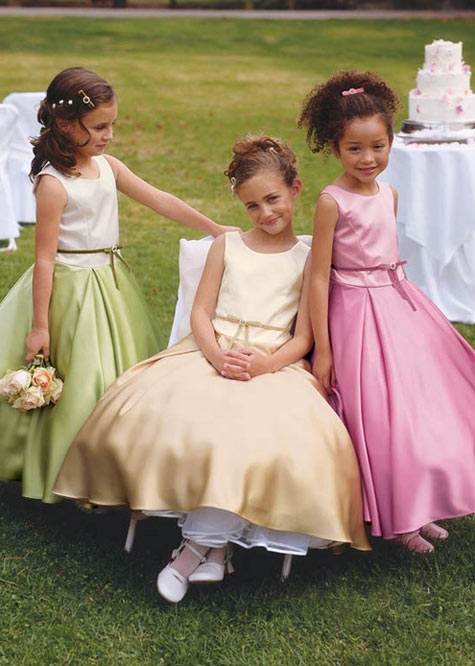 flower girls wedding in Italy