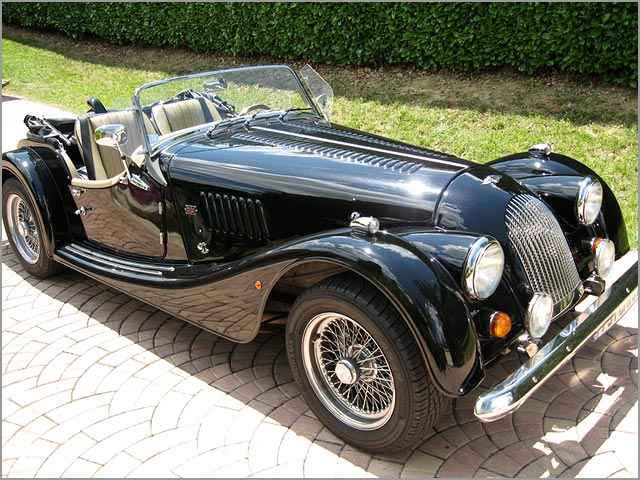 Your Vintage Tour rent Morgan cars for Italian wedding on Lake Como