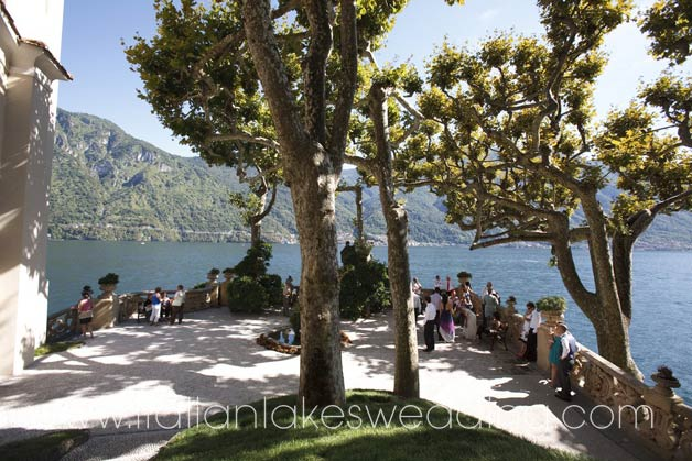 wedding photo services at villa del Balbianello gardens