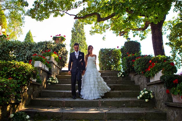outdoor-wedding-ceremony-at-Villa-Pocci-lake-Albano