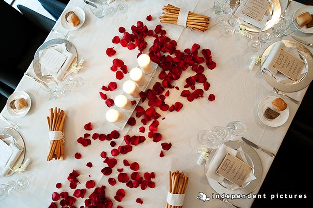 petals and candles table wedding decorations