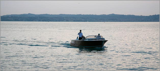 wedding-boat-rentals-in-Gardone-Riviera