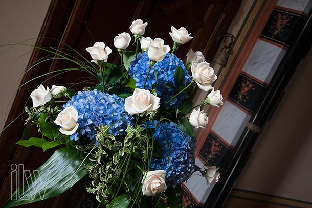 blue-hydrangeas-wedding-decorations