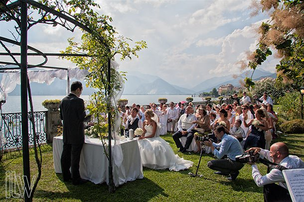 lake-shores-wedding-ceremony-at-Villa-Rusconi