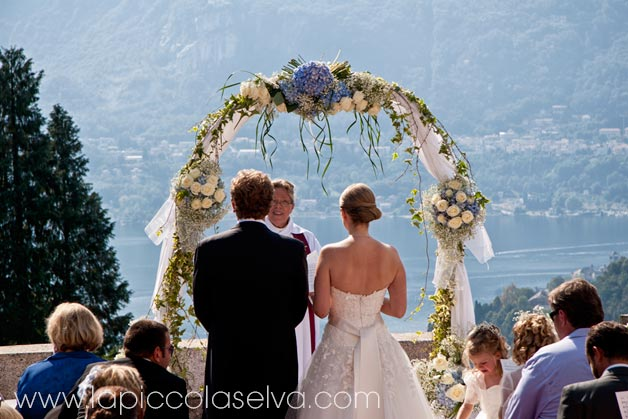 2-children-at-wedding-on-lake-Orta-Italy