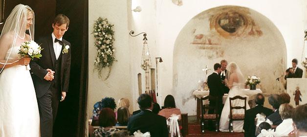 Eine protestantische Trauung in einer wirklich romantischen Kirche