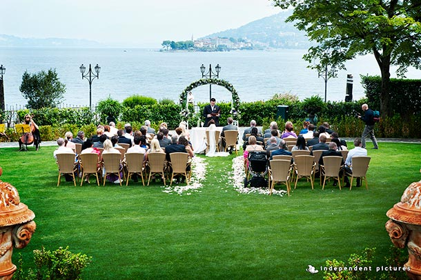 lake-shores-wedding-ceremony-in-Baveno-lake-Maggiore