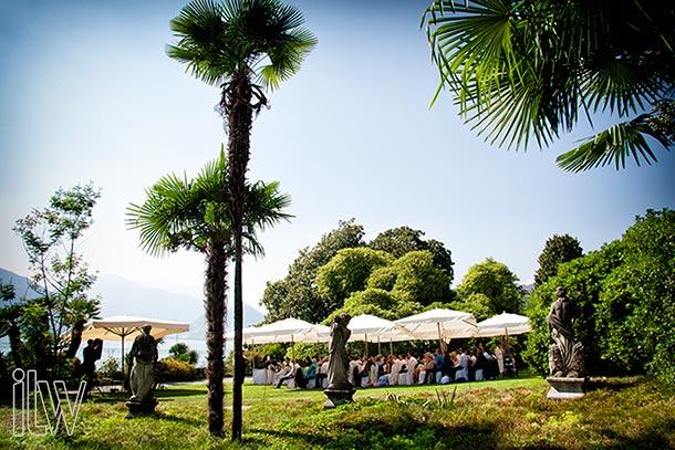 outdoor-wedding-ceremony-at-Villa-Rusconi