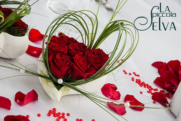 red-heart-wedding-centerpiece