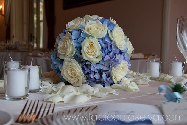 round-shaped-wedding-centerpiece