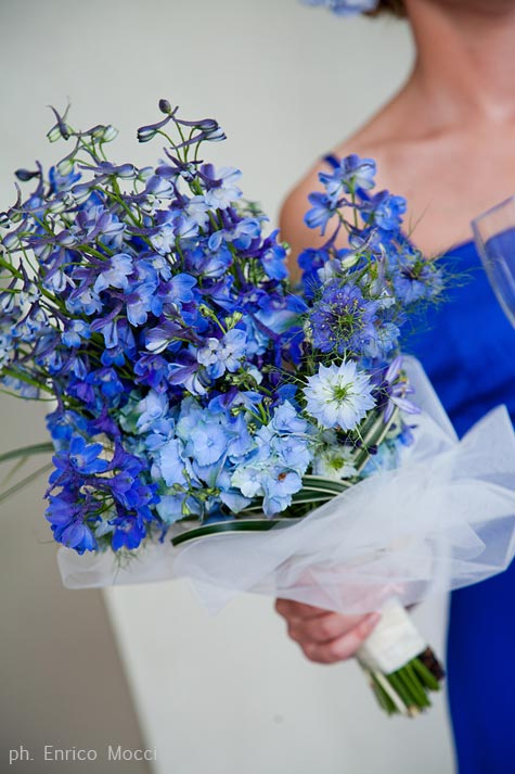 From norway for a romantic wedding on lake orta italy for Flower arrangements with delphinium