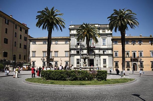 civil-wedding-ceremony-at-Bracciano-Town-Hall
