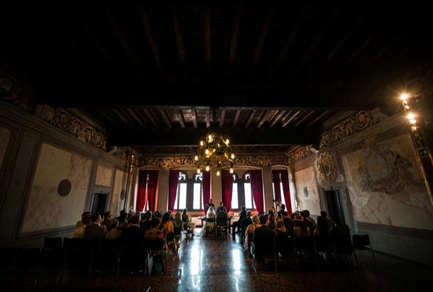 civil-wedding-ceremony-at-Palazzo-dei-Capitani-in-Malcesine