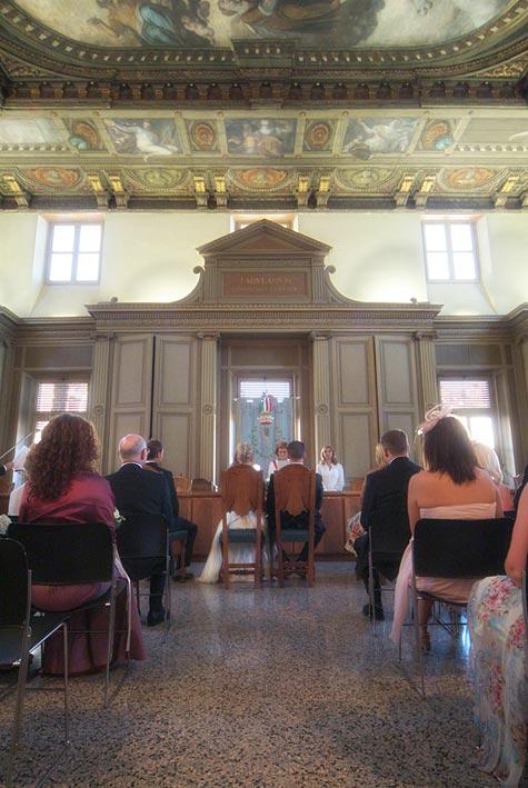 civil-wedding-ceremony-in-Gardone-Riviera