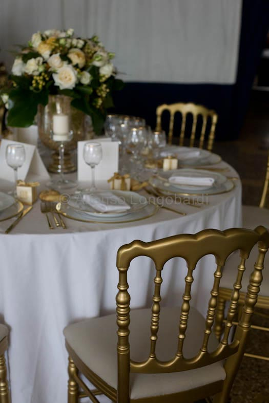 gold-themed-wedding-in-Italy