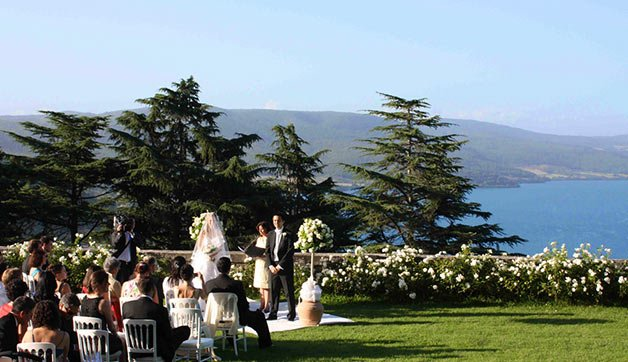 lake-view-wedding-ceremony-in-Bracciano