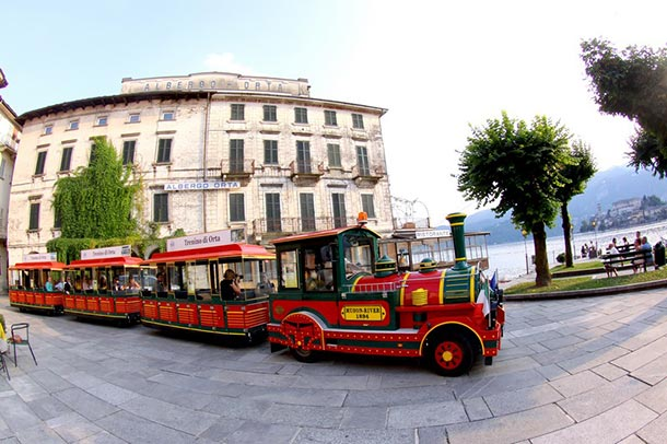 touristy-train-of-Orta