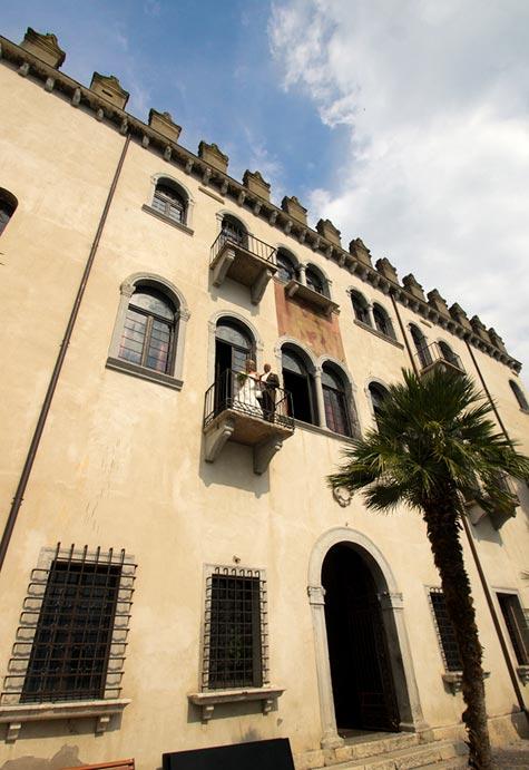 wedding-at-Palazzo-dei-Capitani-in-Malcesine