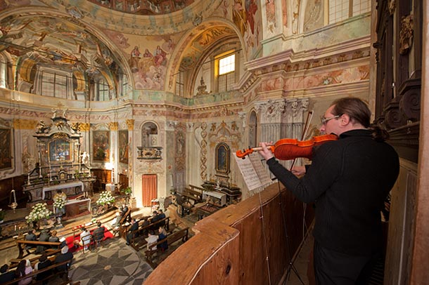 weddings-in-Lake-Orta_Madonna-del-Sasso-church