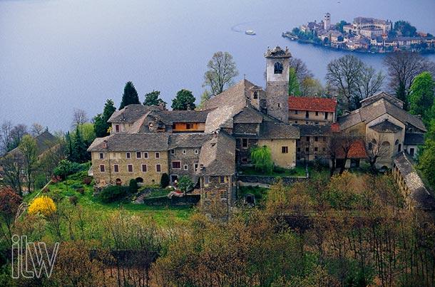 weddings-on-Lake-Orta_Sacro-Monte-church