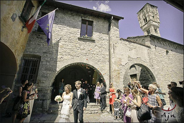 wedding-ceremony-in-Ossuccio-Town-Hall-lake-Como