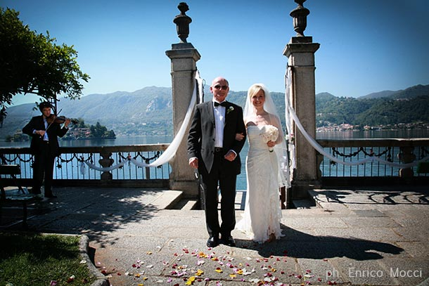 17_civil-ceremony-at-villa-Bossi-lake-Orta