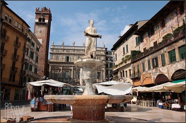 02-weddings-in-Verona_Piazza-delle-Erbe