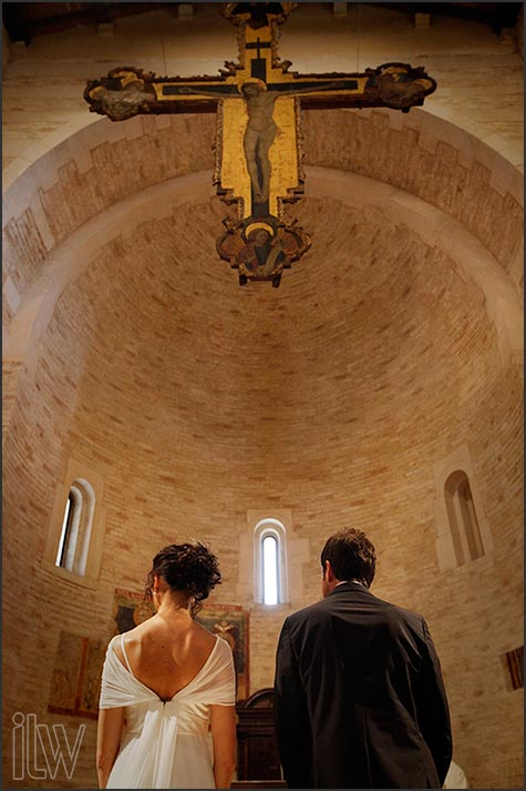 14--Battistero-del-Duomo_weddings-in-Verona