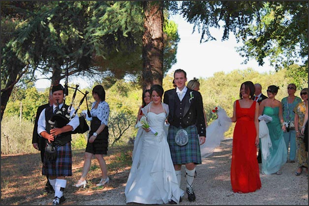 bag-piper-wedding-at-Borgo-Le-Grazie