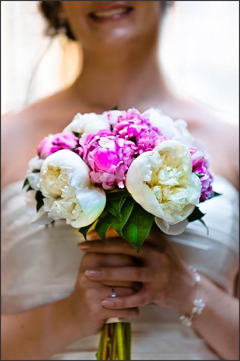 peonies-bridal-bouquet-in-Varenna