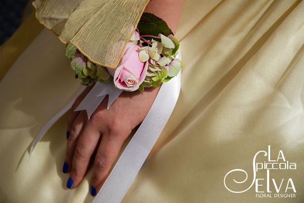 bridesmaid-bracelet-corsage
