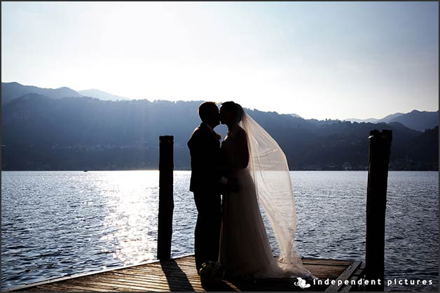 romantic_wedding_overlooking_lake_Orta