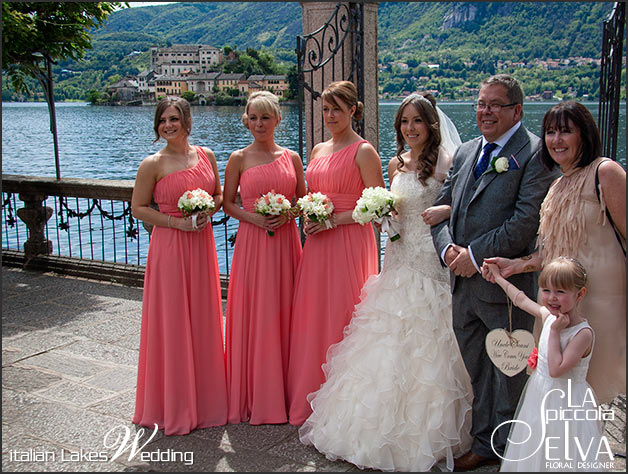 freesias-bridesmaids-bouquet-italy