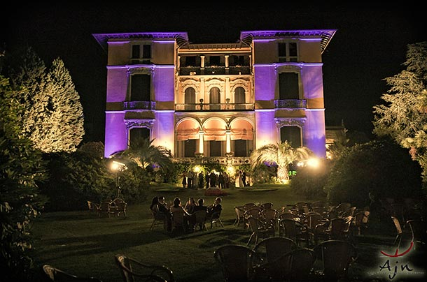 Lina and Borja's wedding - July 2010 Special light set of the facade of Villa Rusconi in occasion of Lina and Borja's wedding, especially studied by our light designer. - Photo Ajn - Luca Rajna
