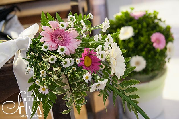 14_country-chic-wedding-flowers