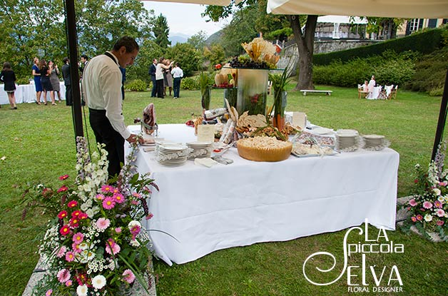 16_country-chic-wedding-flowers