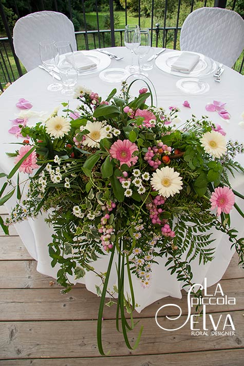 20_country-chic-wedding-flowers