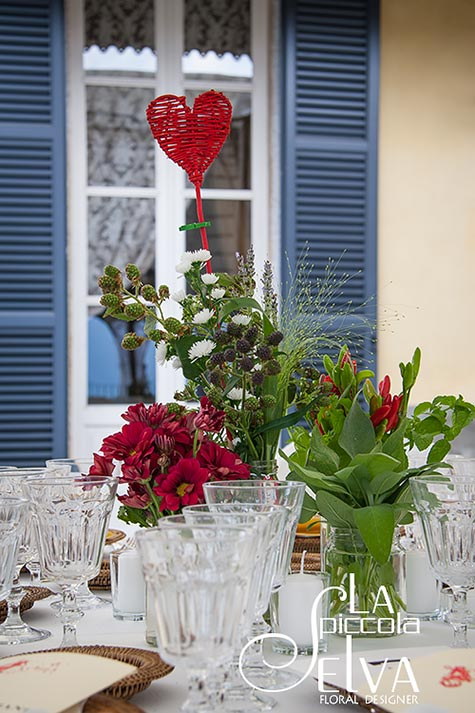 22_country-chic-wedding-flowers