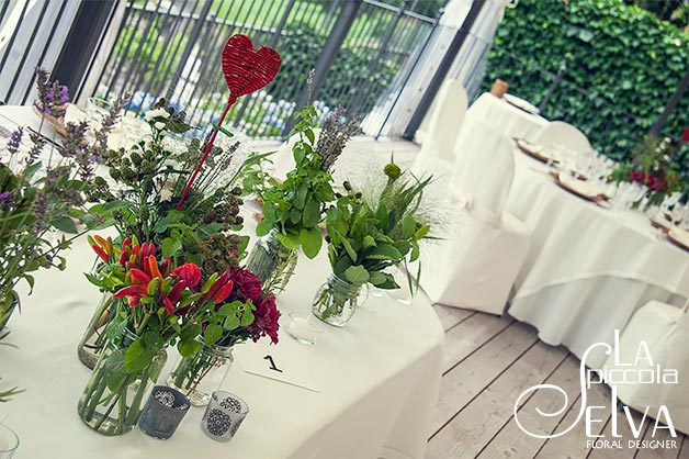 23_country-chic-wedding-flowers