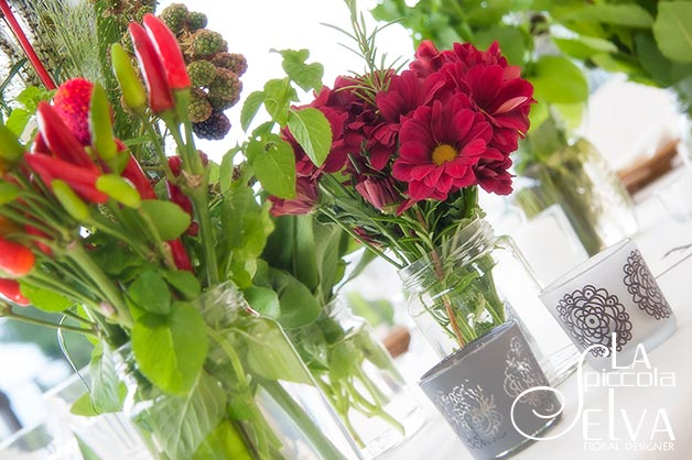 24_country-chic-wedding-flowers