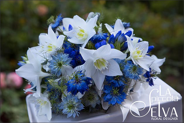 bridal-bouquet-blue-flowers-eucharis-nigella