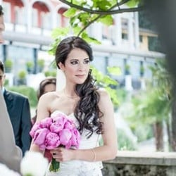 Pink peonies, a beautiful bride and Lake Maggiore shores for a romantic wedding