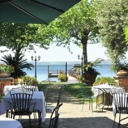 A relaxing restaurant on the shores of Lake Bracciano