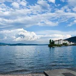 A stylish white wedding on Lake Maggiore