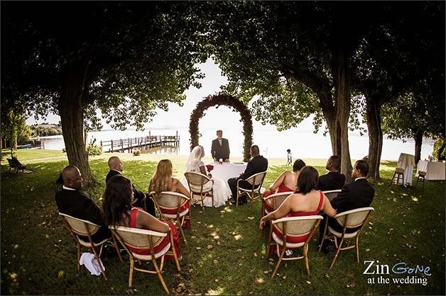 Beach Wedding Ceremony Oahu: Wedding Ceremony: An Intimate Blessing Between Lake