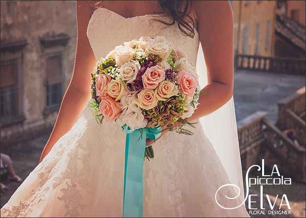 Shabby Chic wedding flowers on Lake Orta Italy
