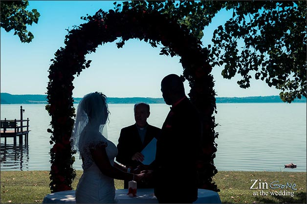 09_intimate-blessing-ceremony-lake-Bracciano-Rome