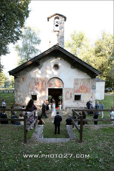 catholic-wedding-Madonna-Luzzara-church-lake-orta